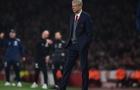 Wenger bênh vực trọng tài trong tình huống gây tranh cãi