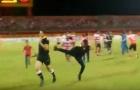 Trọng tài ngoại bị đuổi đánh ở giải VĐQG Indonesia