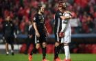 Sao M.U tỏa sáng với cái ôm 'ấm áp' trên sân Benfica