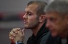 Wenger, Wilshere trầm tư trên chảo lửa Serbia
