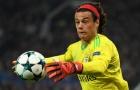 Bàn phản lưới nhà cực 'nhọ' của Mile Svilar trước Man Utd