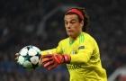 Gặp lại Man Utd, Mile Svilar tiếp tục 'số nhọ' và đi vào lịch sử
