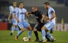 Sneijder 'méo mặt' trước khối bê tông của Simone Inzaghi