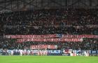 CĐV Marseille treo băng rôn đòi tống cổ Evra sau cú đá bạo lực