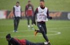 Rashford ngã chổng vó ở buổi tập dưới cơn mưa rào của tuyển Anh