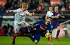 Luis Suarez trên đường thành nạn nhân của Messi