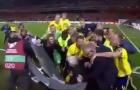 Cận cảnh màn phá 'bàn' ăn mừng của tuyển Thụy Điển