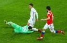 Cận cảnh tai nạn kinh hoàng của thủ môn tuyển Nga