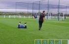 Wayne Rooney ngã sấp mặt trong buổi tập của Everton