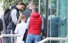 Pogba, Ibra bị người hâm mộ 'bao vây' tại khách sạn Lowry