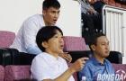 HLV Miura đứng hình khi nhìn đội bóng của Công Vinh thua ngược