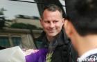 Paul Scholes lạnh lùng, Ryan Giggs tươi cười với NHM Việt Nam