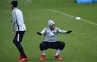 Mbappe liên tục pha trò khiến Neymar không thể nhịn cười