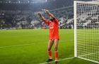 Buffon gây sốc khi... tụt quần tri ân CĐV Juventus