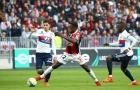 Balotelli cúi đầu, Depay ăn mừng 'cực độc'