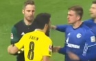 Nổi nóng, cựu sao Liverpool 'chấp' cả đội Schalke