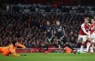 Đối thủ tự bắn vào chân, Mourinho có màn trả thù ngọt ngào với Wenger