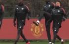 Pogba liên tục tạo không khí trên sân tập của Man Utd