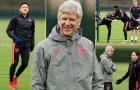 Quên nỗi ám ảnh M.U, HLV Wenger cười tươi trên sân tập Arsenal