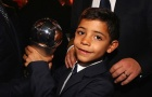 Con trai Ronaldo nhắn nhủ Messi trước thềm lễ trao bóng vàng
