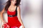 Emily Ratajkowski uốn éo khiêu gợi nhân dịp Giáng sinh