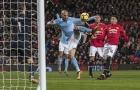 Sai lầm nối tiếp sai lầm, Man Utd 'giương cờ trắng' trước Man City