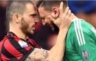 Donnarumma rơi nước mắt vì bị fan Milan sỉ nhục