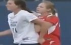 Hãy tránh xa khi các cầu thủ nữ phát cáu trên sân