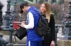 Không thi đấu, Morata chăm lo vợ bầu từng chút một