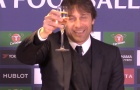 Conte uống mừng Giáng Sinh ngay trong họp báo