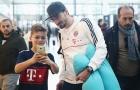 Dàn sao Bayern Munich bị vây kín khi đổ bộ xuống Doha