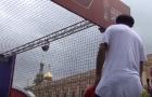 Ronaldinho mệt mỏi khi thủ môn là người máy