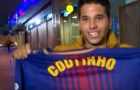 CĐV Barcelona phấn khích khi cầm áo đấu của Coutinho trên tay