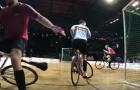 Chơi bóng bằng xe đạp ảo diệu đến thế nào?