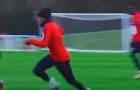 Neymar trở lại và hành hạ các đồng đội trên sân tập