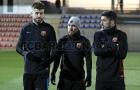 Messi tê cóng nhìn tân binh tung hoành trên sân tập