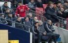 Bị Mourinho thay ra, Jesse Lingard ném áo giận dữ