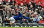 Khoảnh khắc hài hước khi Rio Ferdinand về làm thủ môn