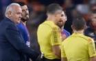 Messi và Suarez liên tục phàn nàn với trọng tài vì mất bàn thắng