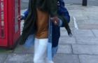 Patrice Evra thể hiện tài lẻ ngay trên đường phố
