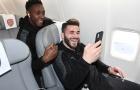 Dàn sao Arsenal hớn hở lên máy bay, đối đầu với thử thách khắc nghiệt