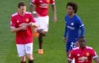 HÀI HƯỚC: Willian đọc lén 'quyết sách' của Mourinho bất thành