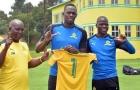 Tia chớp Usain Bolt CẬP BẾN nhà vô địch châu Phi