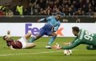 Welbeck khiến khán giả cười sặc với cú sút này trong trận gặp Milan