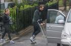 Chấn thương nặng, Harry Kane dùng nạng lê bước khó nhọc