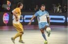 Ryan Giggs phô diễn kỹ thuật trên sân futsal
