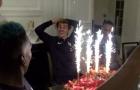 Antoine Griezmann cười không ngớt khi được đồng đội tặng bánh sinh nhật