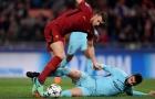 'Túm, kéo, vật' Dzeko, Gerard Pique xé nát tấm vé đi tiếp của Barca