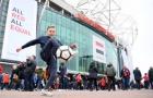 Fan nhí Man Utd múa bóng điệu nghệ trước Old Trafford