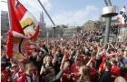 Hàng nghìn CĐV xuống đường ăn mừng chức vô địch của PSV